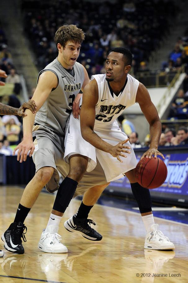 NCAA BASKETBALL: NOV 17 Oakland at Pitt