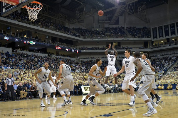 NCAA BASKETBALL: NOV 17 Oakland at Pitt