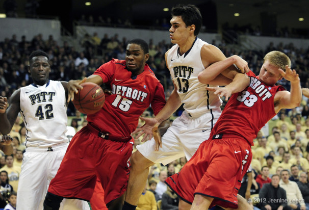 NCAA BASKETBALL: DEC 01 Detroit at Pitt