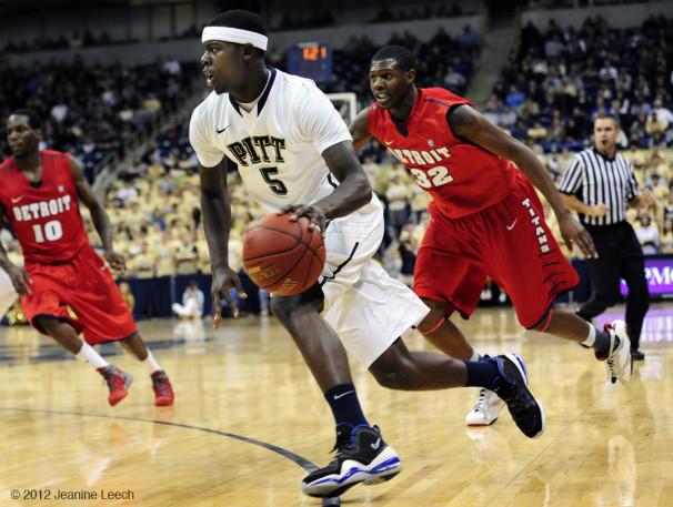 NCAA BASKETBALL: DEC 01 Detroit at Pitt