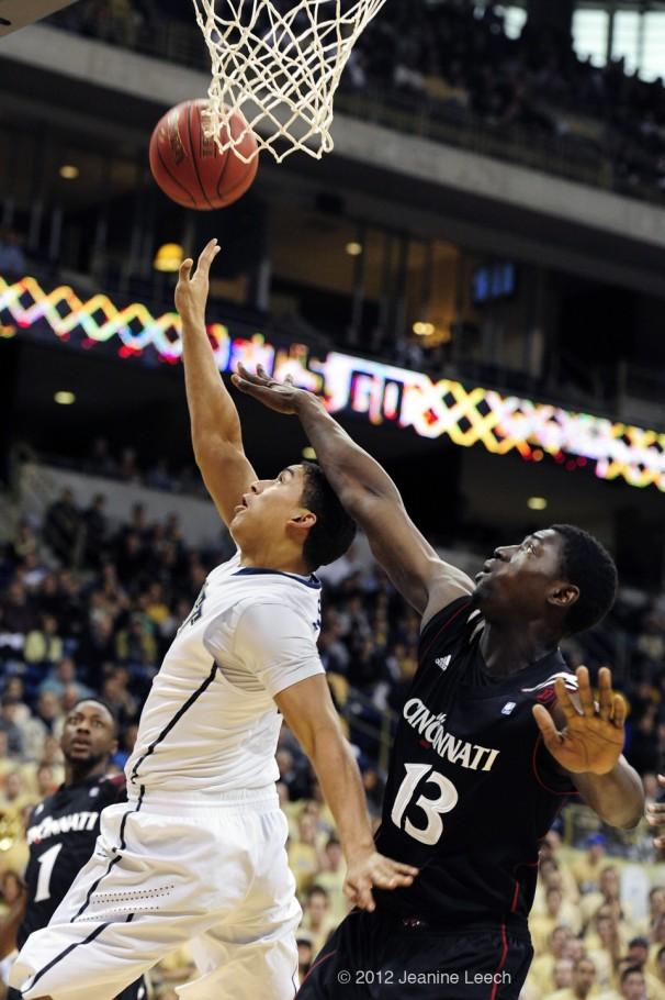 NCAA BASKETBALL: DEC 31 Cincinnati at Pitt