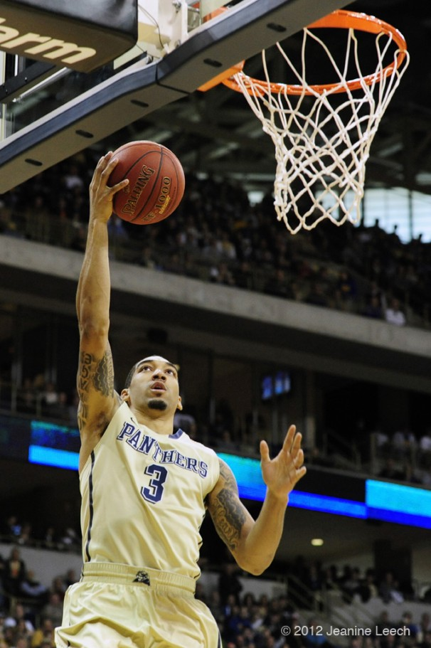 NCAA BASKETBALL: JAN 19 Connecticut at Pitt